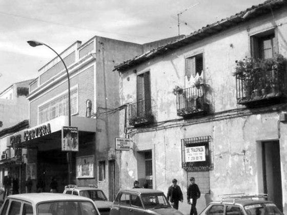 """El cine Cervera estaba situado en la calle Toledo. Otra de las salas que nos proporcionó horas de aventuras en lo que se llamaba """"sesión continua"""" y de las que salíamos soñando en ser los protagonistas de aquellas películas """"autorizadas para todos los públicos"""". Foto: fuente sin localizar."""